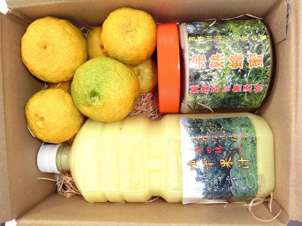 徳島県産 種なし柚子「多田錦」と完熟蜂蜜600g、多田錦果汁1,000mlのセット写真