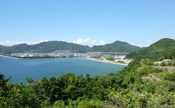 山と海に囲まれた仁尾町
