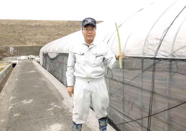 「さぬきのめざめ」ロング品を持った農事組合法人諏訪さん